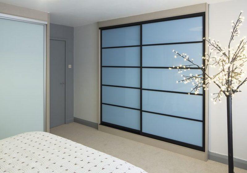 33-Black-frame-5-panel-sky-blue-low-res